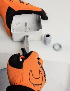 img16652_hr-231x300 ciseaux;ciseaux électricien;lames breveté;batiment;outillage;outillage roanne;outillage loire;millmatpro;millmatpro.com;outillage électricien dans Pour les électriciens
